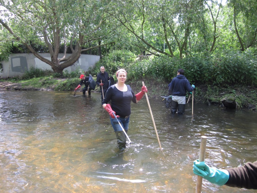 A Nature's Gym volunteer in the River Ravensbourne
